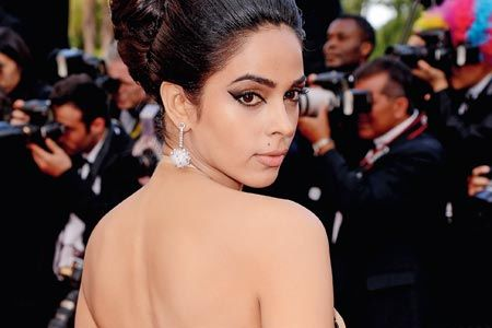 mallika, mallika sherawat, cannes, 2012, bollywood, india, nude gown, makeup