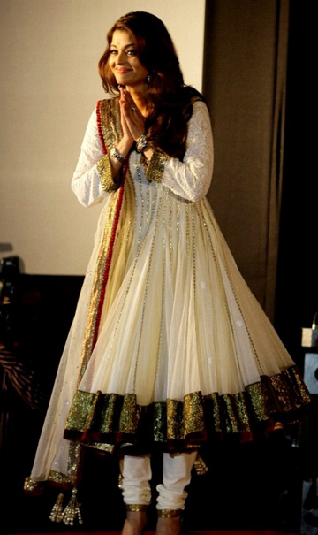 aishwarya, aishwarya rai, cannes, weight, fashion, beauty, clothes, wardrobe, India, bollywood, pregnancy, red carpet, kurta, anarkali, sari, saree