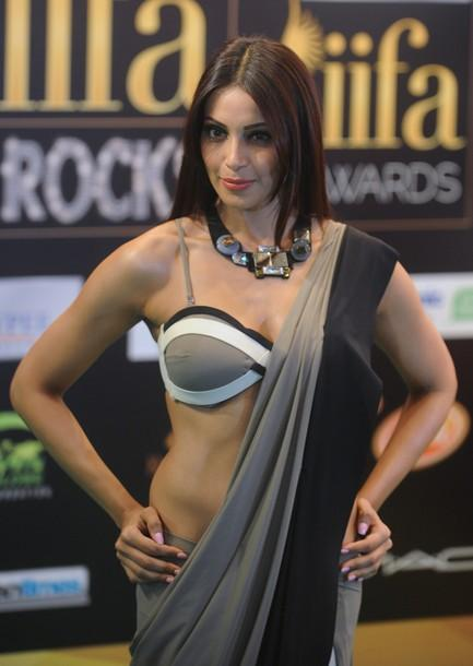 bipasha basu, iifa, 2012, sari, bollywood, india, Shivan, Narresh